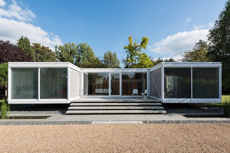 This single-storey house, located on a small private estate in the heart of the sought-after Berkshire village of Holyport, is one of a group of three of the most notable 20th century architect-designed residences in the UK. Originally designed in the early 1960s by Peter Foggo and David Thomas, the house is of steel frame […]