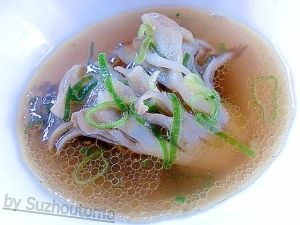 「あっさり美味しい 舞茸のコンソメスープ」今日は味噌汁よりサッパリしたものがいいなぁ・・・そんな時にお勧めなのがコンソメスープ…