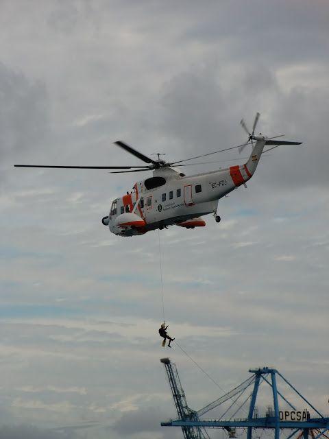 Puerto de Las Palmas.Spotter.Aeropuerto Gran Canaria     : Salvamento Maritimo EC-FZJ Sikorsky S-61N MkII..  ...