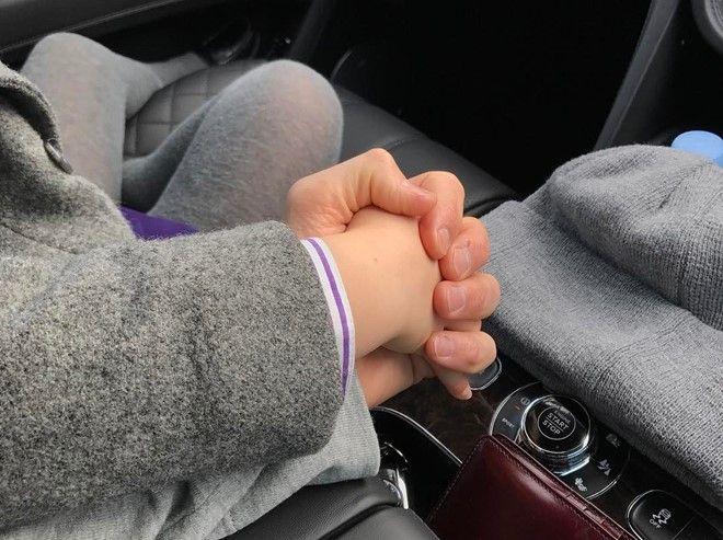 Phút chốc David Beckham nắm tay con gái gây bão mạng  Mạng phường hội