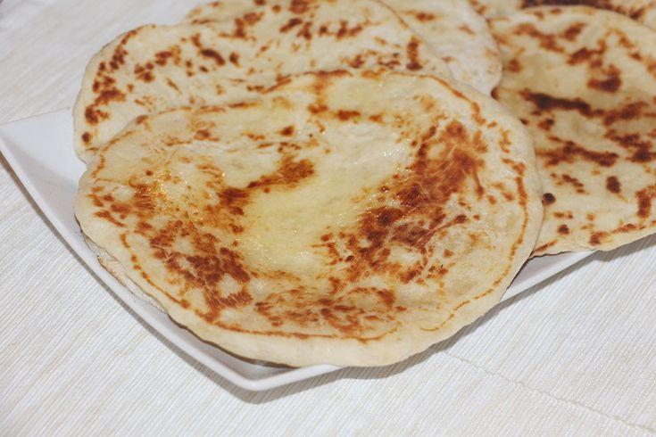 Pan hindú: una especialidad típica de la India que está deliciosa. Aprende a hacerlo en casa.  #pan #naan #panhindú #recetaindia #india #recetasana #recetariosano #cocinasdelmundo #cocinar