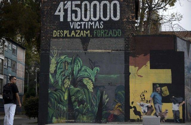 A Bogota, le street art fleurit sur les murs en signe de paix