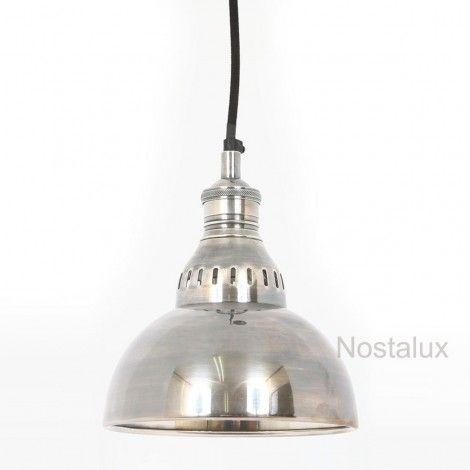 Nostrieel Dakoto Hanglamp Antiek Zilver   Deze Dakoto hanglamp uit de Nostalux Industrieel & Vintage lijn is handvervaardigd met als basis materiaal messing. Het exclusieve design gecombineerd met het hoge afwerkings niveau pronkt in vele soorten intrieurs. Van vintage tot modern/industrieel waarbij de stoere industriele look zorgt voor een beleving in plaats van uitsluitend functioneel licht.