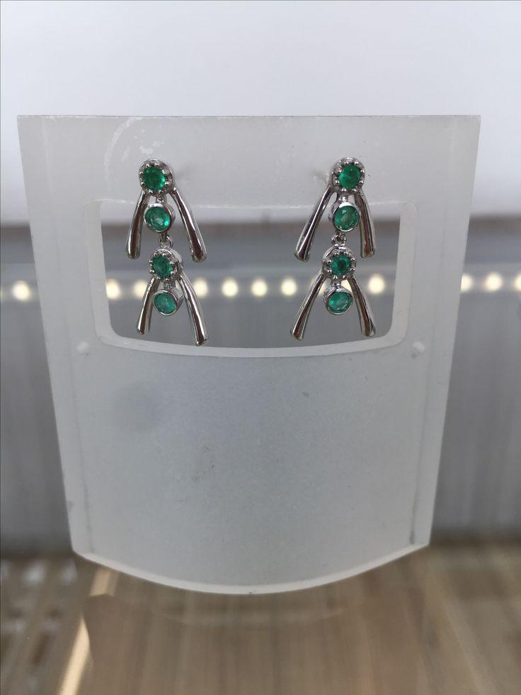 Aretes en plata rodinada 9.25 con esmeraldas