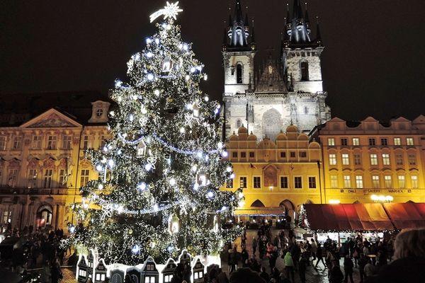Bécs, Berlin, London, Párizs… Karácsonyvárás Európában. Világszerte csodálják Prága hatalmas fáját