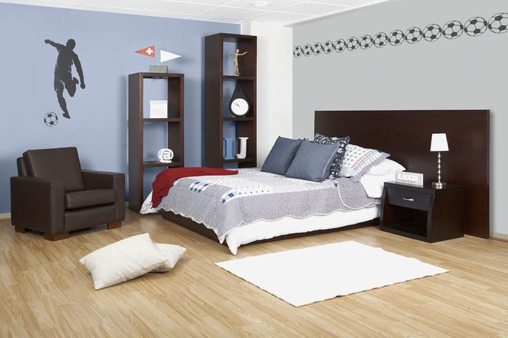 Un ambiente moderno para su hijo apasionado al fútbol. Los vinilos de pared pueden ser utilizados no sólo para decorar la habitación sino para fomentar los gustos de sus hijos de manera moderada.