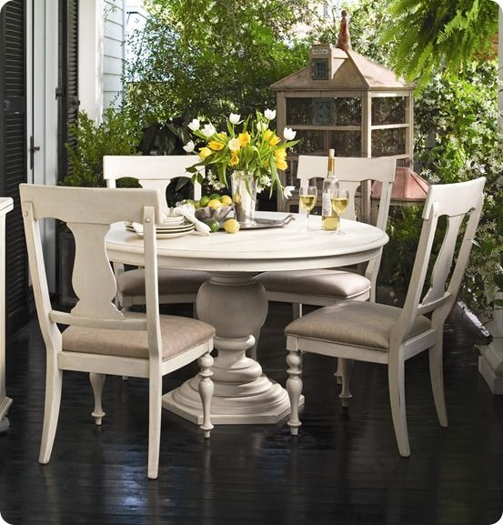 Chalk Paint White Distressed Dining Table | Read More At Farm Fresh  {Vintage Finds}
