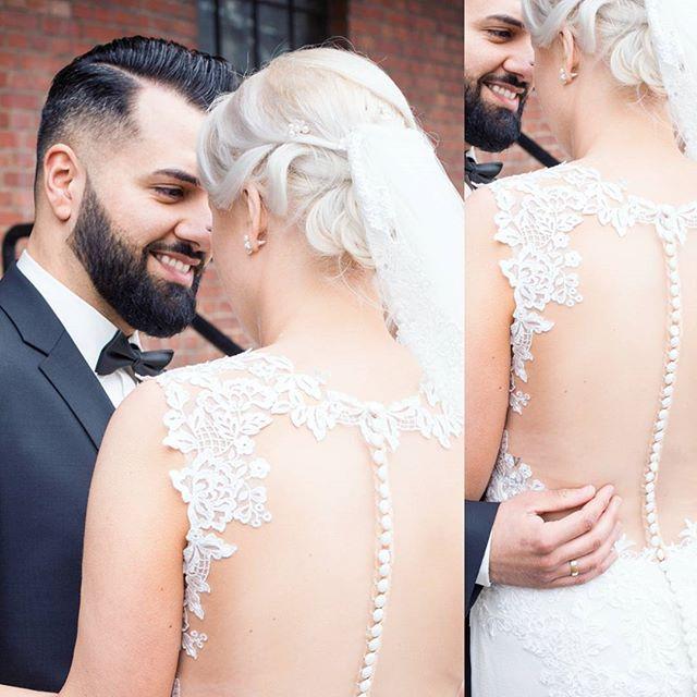 """""""Also wenn dieser Rücken nicht entzückt dann weiß ich es auch nicht 😂👰🏼🤵🏻 Monika ❤ Kadir Vor einigen Monaten durfte ich die Zwei bei ihrer Hochzeit begleiten, vor einigen Wochen dann habe ich das Babybäuchlein fotografieren dürfen- ich liebe es Pärchen auf dem Weg zur Familie zu begleiten 😍 Wollt ihr die Babybauchfotos sehen und eine total witzige aber liebenswerte Geschichte dazu hören? 🤗 #wedding #lace #lacedress #bride #couplegoals #shooting #weddingshoot #groom #nhshots #hochzeit…"""