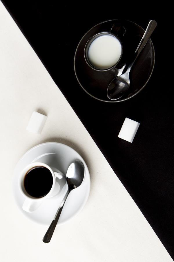 Black and white..Chiara Anna..Tra la notte e il giorno... c'è di mezzo.. il dolce sapore delle emozioni