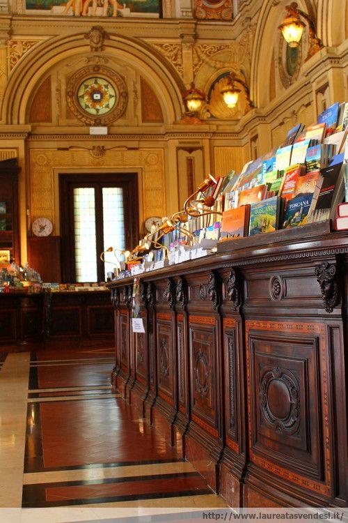 La bellissima libreria in stile liberty all'interno dello stabilimento termale Tettuccio a Montecatini Terme, in Toscana