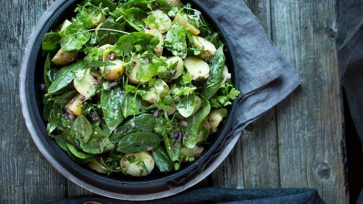 Deilig tilbehør til både kjøtt og fisk. Salaten er aller best når den serveres lun.