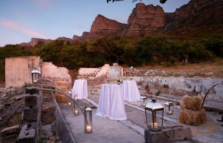 'The Kraal' is situated behind the hotel, on the slopes of Table Mountain and has spectacular views of the Atlantic Ocean. The venue is available for stargazing events, cocktail parties, continental breakfasts and afternoon teas.