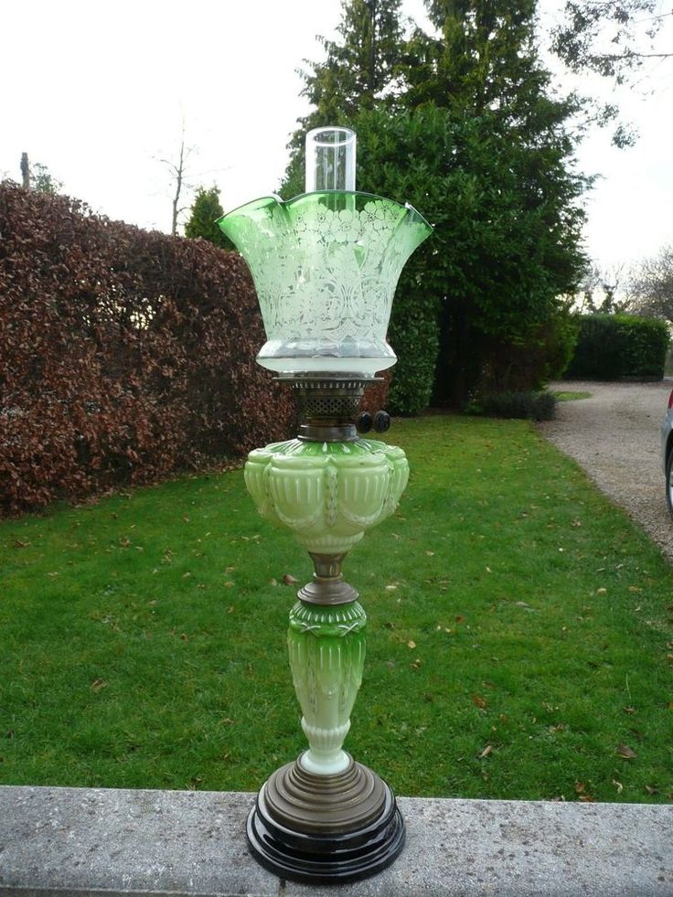 SUPER+ANTIQUE+GREEN+GLASS+VICTORIAN+OIL+LAMP+WITH+DUPLEX+BURNER+