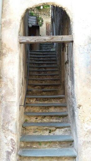 Città di Tende, parte medioevale, particolare via.