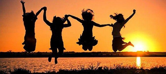 Chiar şi în cazul oamenilor percepuţi de ceilalţi ca fiind de succes ( cu afaceri mari, case şi maşini scumpe, conturi măricele în bancă…) se poate întâmpla ceva destul de straniu: la un anumit moment nimic din ceea ce am descris mai sus nu le mai aduce bucurie. Aşadar, ce este bucuria? După ce alergăm …