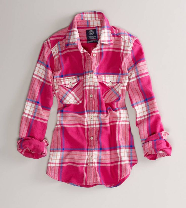 <3  pink flannel shirt! yes!