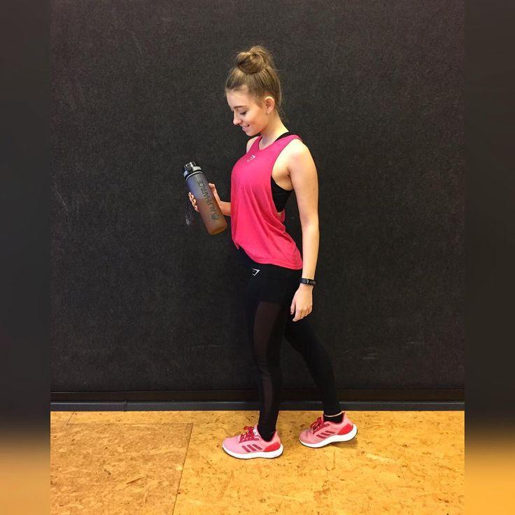 Hallo ihr Lieben Workout Done Was habt ihr heute trainiert? -bei mir stand heute Rücken an. Zudem wird heute Abend noch gelernt. Wünsche euch noch einen schönen Sonntag.   #workout #gym #gymshark #gymsharkwomen #rücken #motivation #adidas #fitfam #gymlife #mcfit #training