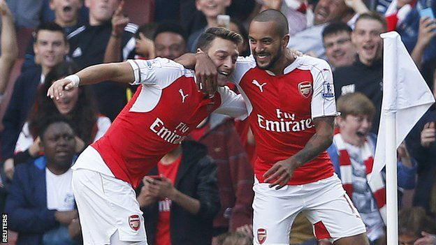 Arsenal stunned Manchester United with three goals in the opening 20 minutes as the Gunners moved up to second in the Premier League table. United had no answer to Arsenal's opening burst as Alexis Sanchez and Mesut Ozil scored twice in 74 seconds. Sanchez added a third from 18 yards as the Gunners beat United for just the second time in 14 league meetings.