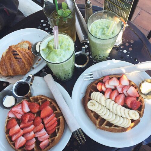 those smoothies and waffles with strawberries and bananas on top wow yes