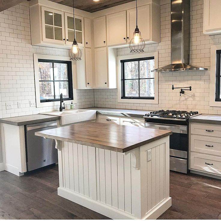I love this modern farmhouse kitchen