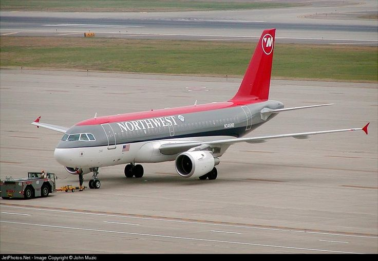Airbus A319-114, Northwest Airlines, N346NB, cn 1796, 124 passengers, first flight 12.8.2002, Northwest delivered 28.8.2002, next Delta Air Lines (delivered 29.10.2008), active. Foto: Minneapolis, USA, 28.9.2002.