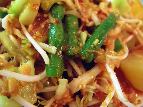 My search for vegetarian food in Indonesia #Karedok