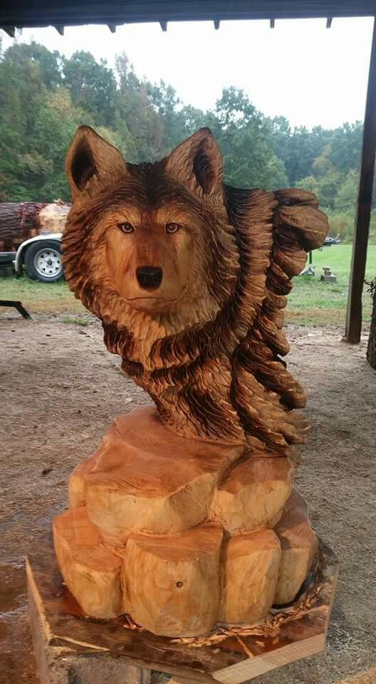 Wolf carving done with a chainsaw artist kenny bowers