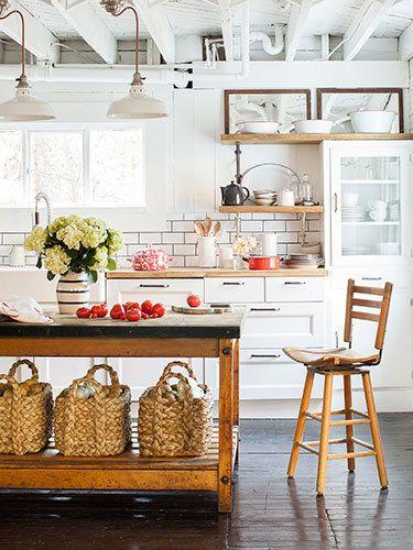 Open floor plans and kitchen islands top homeowners' wish lists.
