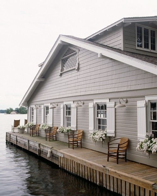 "this looks like the homes in Seattle that are right on the water ... as in ""Sleepless in Seattle"" the home Tom Hanks character lived in.  It would be so cool to live in this house."