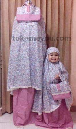 koleksi Mukena Ibu dan Anak Mudah dibawa dengan tas cantik Mukena bahan katun sehingga nyaman dipakai sehari-hari Tersedia pilihan motif dan warna yang menarik.