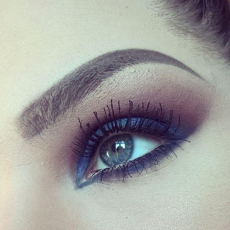 Blue smoky eyes using @nablacosmetics eyeshadows.