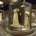 """Se inauguró en el Castillo de Chapultepec, la exhibición de indumentaria""""Hilos de Historia, Colección de Indumentaria del Museo Nacional de Historia"""""""