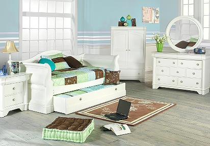 Oberon White 6 Pc Daybed Bedroom I like the daybed trundle idea
