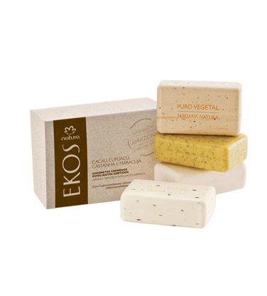 Caixa de sabonetes cremosos esfoliantes Ekos composta por: 1 Castanha, 1 Cupuaçu, 1 Cacau e 1 Maracujá (100g cada).
