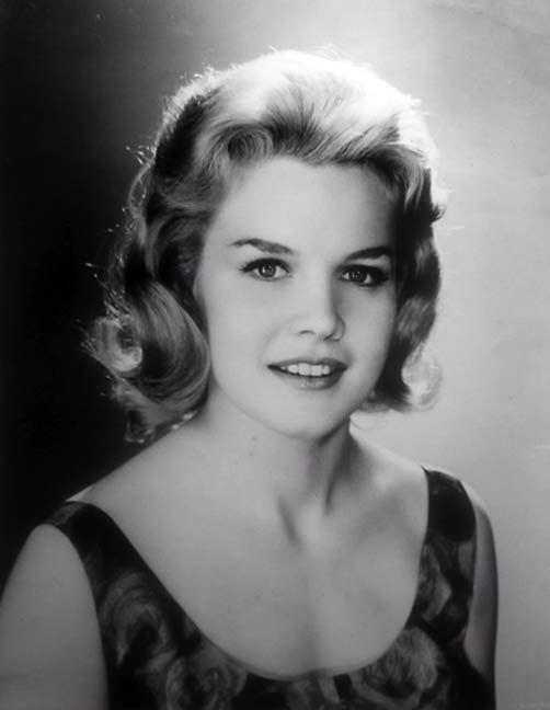 Doris Roberts (actress)