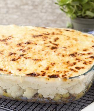 Ovenschotel met gekruid lamsgehakt, bloemkool en kaassaus   VTM Koken