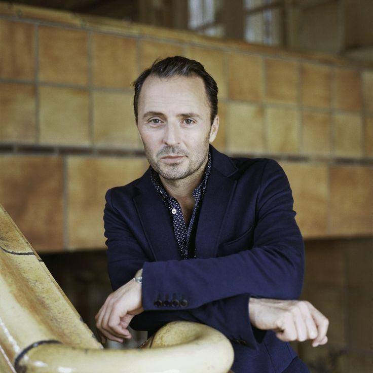 Robert Schupp, Actor: Schloss Einstein. Robert Schupp was born in 1969 in Freiburg, Baden-Württemberg, West Germany. He is an actor, known for Schloss Einstein (1998), Der Wald vor lauter Bäumen (2003) and Unter dir die Stadt (2010).
