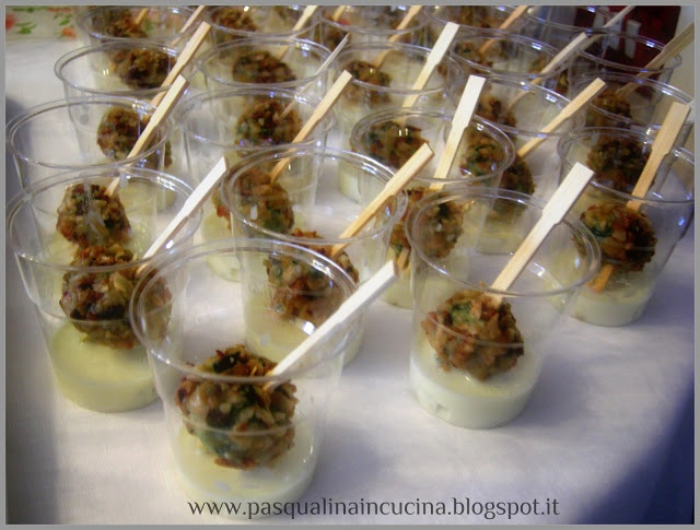 Polpettine di spinaci in crosta di nocciole e crema al gorgonzola