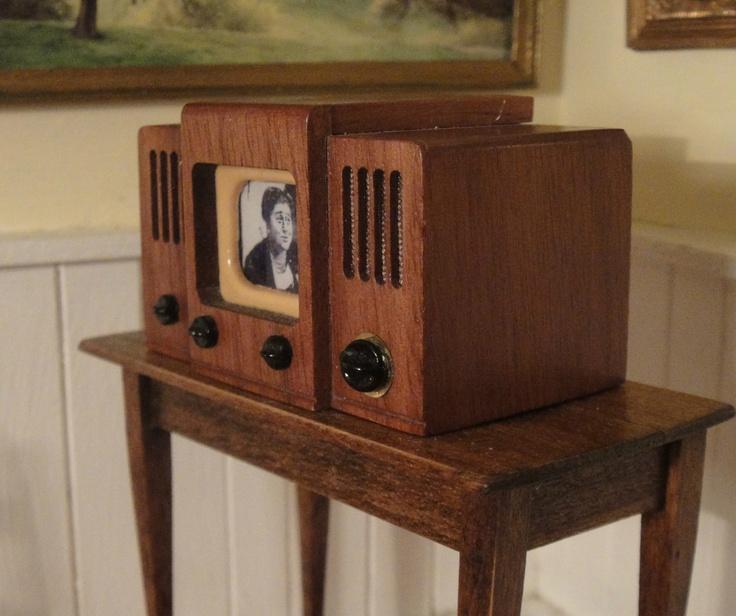 Dollhouse Miniatures Tv: Nice Artisan Antique Style Dollhouse Miniature Television