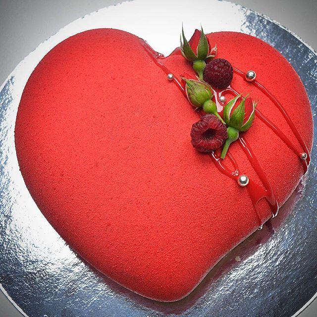 И снова здравствуйте и снова сердце!❤️ полюбилась мне эта форма тортик, 700 г, заботливая дочь заказала своим родителям на годовщину свадьбы #велюр #туапсе #pavoni #tuapse #торт #торттуапсе #кенди #тортвподарок #cake #glaze #зеркальнаяглазурь
