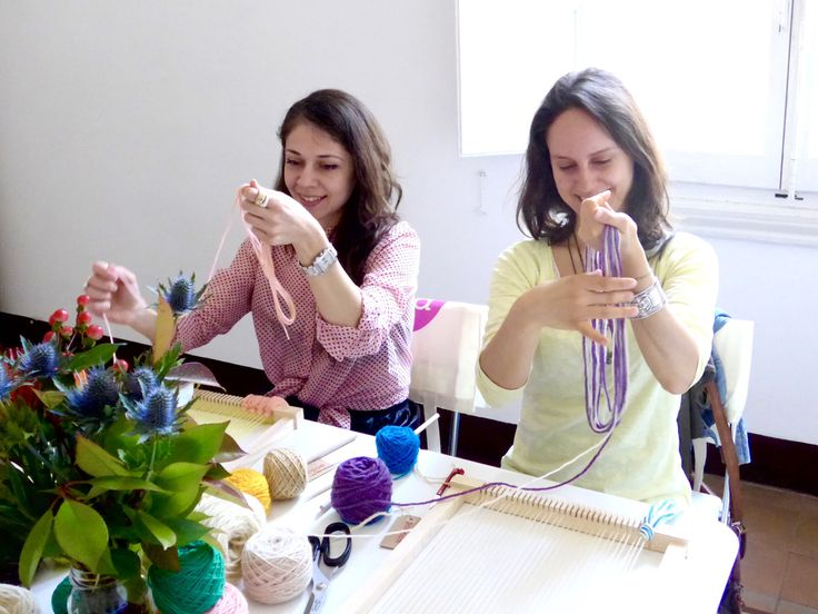 learn to weave! pompom's weaving class in Florence, Italy