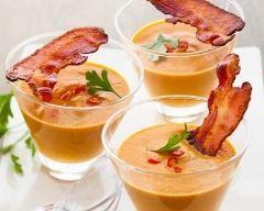 Soupe de courge et chips de jambon en verrine : http://www.cuisineaz.com/recettes/soupe-de-courge-et-chips-de-jambon-en-verrine-83923.aspx