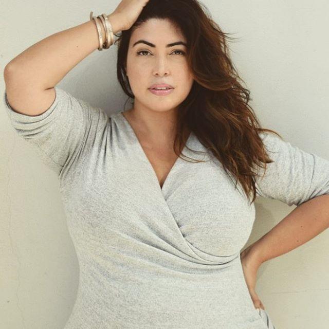 Meine Mutter sagt mir, dass ich fett bin und dass ich abnehmen muss. Ich weiß, dass ich nicht dünn bin, aber ich liebe mein body.fuckit