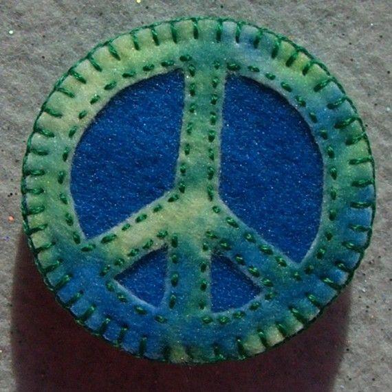 peace . . .Favorite Colors, Peace Signs, Amazing Colors, Peace Seasons, Colors Rainbows, Ties Dyes, Kids Pendants, Felt Appliqué, Colors 3