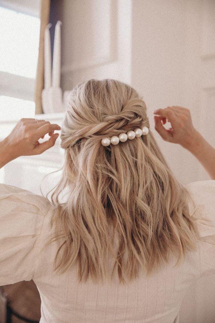 Hair Clips Love That Pearl Hair Clip Messy Waves Half Updo Withlarhe Pearls Hair Clip Hair Styles Long Hair Styles Hair