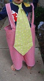 Free pattern: Child's clown costume with oversized tie and suspender pants – Sewing