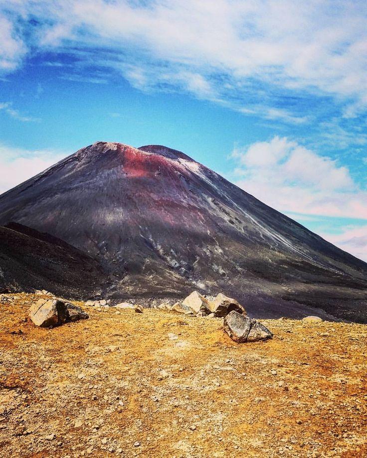 Mount Doom  #tongariroalpinecrossing #viewsfordays #kiwipics #kiwi_photos #nzmustdo #adventures #lotr #outdoors #travel #hike #nature #volcano #amazing #love #mountngauruhoe #newzealand #whakapapa...