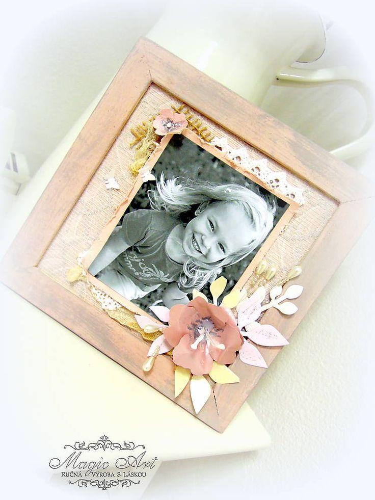Nežný 3D obraz vyrobený na mieru scrapbookovou technikou v jemnom púdrovo ružovom odtieni je originálnym darčekom alebo len tak pre radosť :)Tento obrázok bol vyrobený na mieru na želanie. Slúži ako vzor mojej práce...