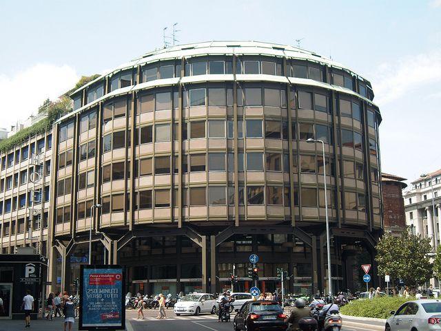 Ernesto Rogers, Lodovico Belgiojoso, Enruco Peressutti: Office building on Piazza Meda, Milan