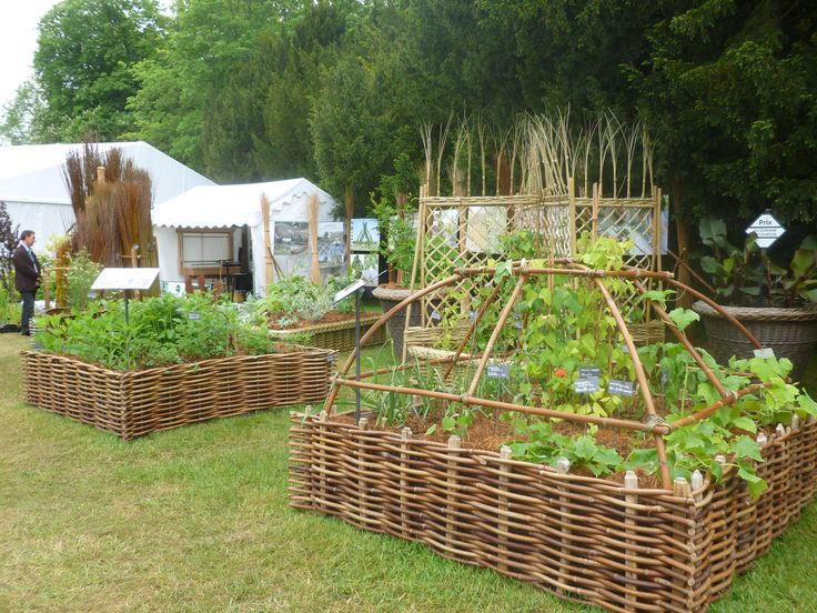 Eric Renault grows and weaves the most beautiful objects from willow and sweet-chestnut including these raised beds as well as planters and living willow fences.